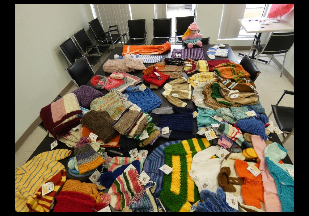 Don de vêtements tricotés aux enfants des familles de Bordeaux-Cartierville